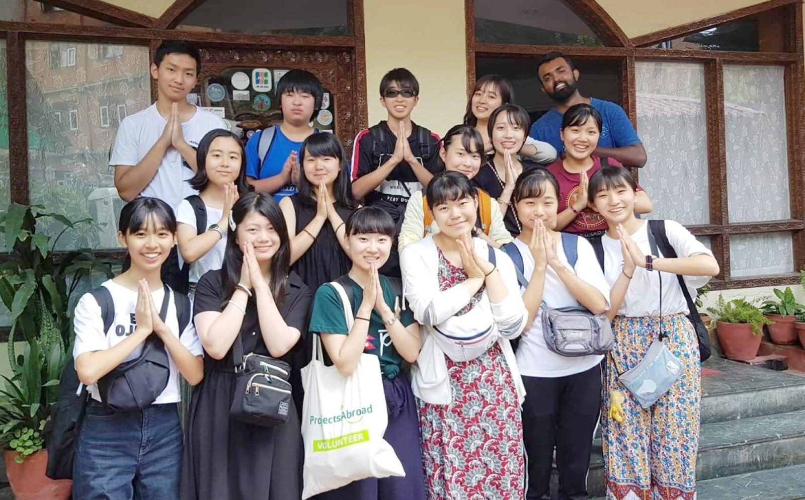 団体海外研修ボランティアに挑む日本人参加者たち